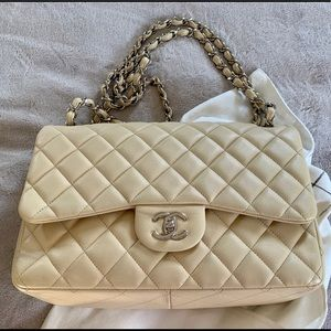 Jumbo Chanel double flap